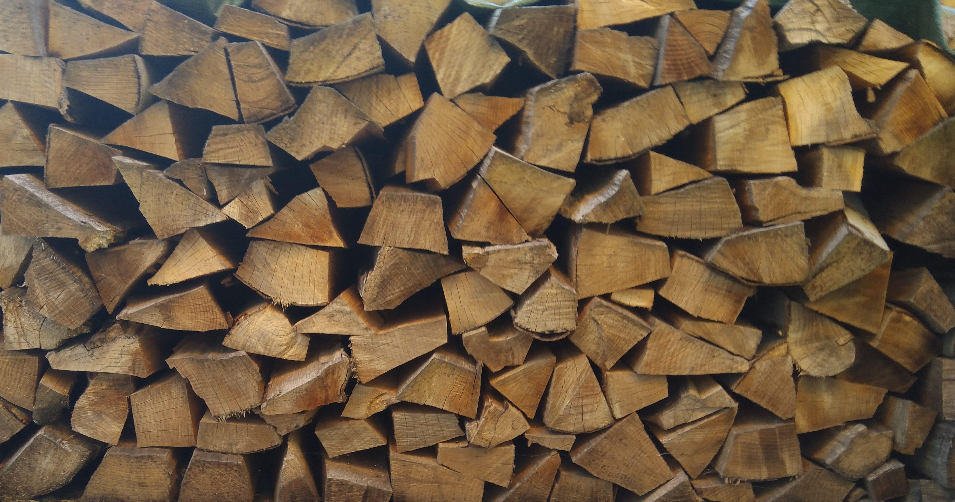 Palivové dřevo štípané